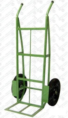 Carrinho para transporte com rodas pneumáticas